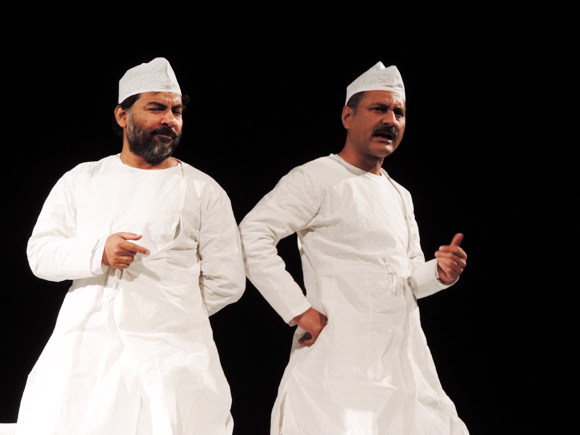 Danish Husain (left) and Mahmood Farooqui enthrall audiences with Dastangoi, at the IFA fundraiser, 